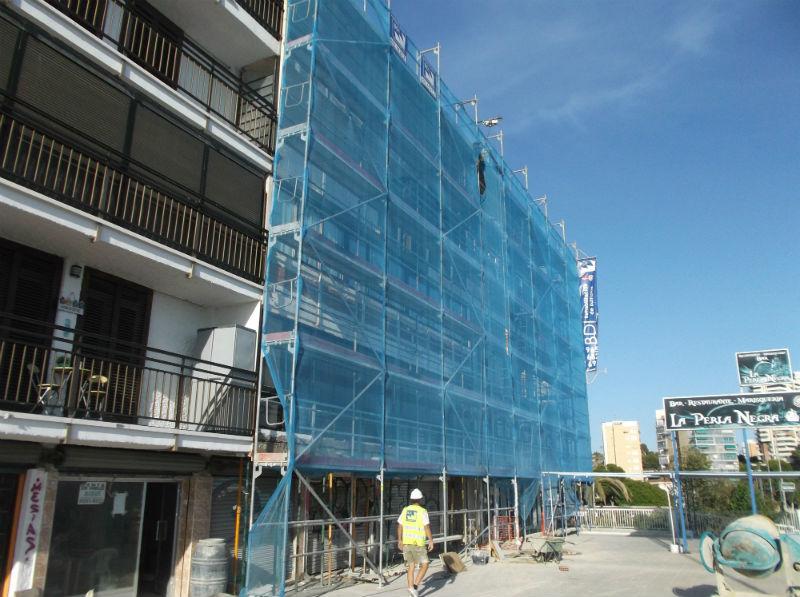 Rehabilitación de fachadas en playa de San Juan de Alicante llevada a cabo por Grupo BDI