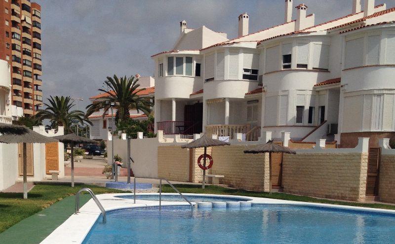 El mantenimiento de una piscina en verano depende de muchos factores tanto internos como externos