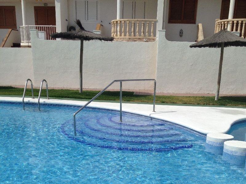 mantenimiento de una piscina en verano grupo bdi
